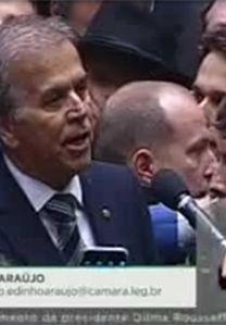 Câmara aprova processo de impeachment de Dilma